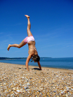 Somersaulting_girl