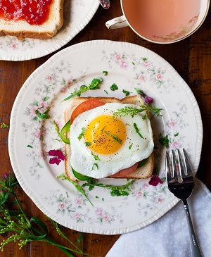 Breakfast 2 300w unsplash photo-1471477985614-a55f7db053db