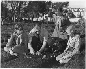 Planting girls 300 w Victory_Gardens._Professor_Harry_Nelson_of_San_Fransico_gives_his_daughter_and_her_Girl_Scout_friends_some_pointers..._-_NARA_-_196479